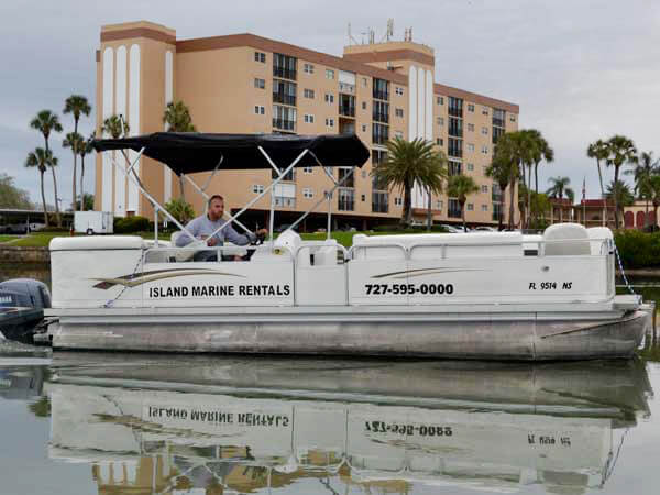 22 Avalon Catalina Tri-Toon Boat 3