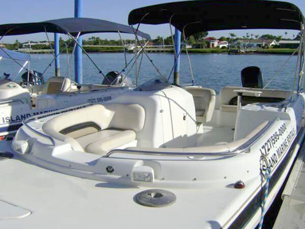 23 Hurricane Deck Boat 4