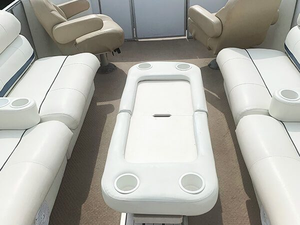 27 Crest Tri-Pontoon Boat 2